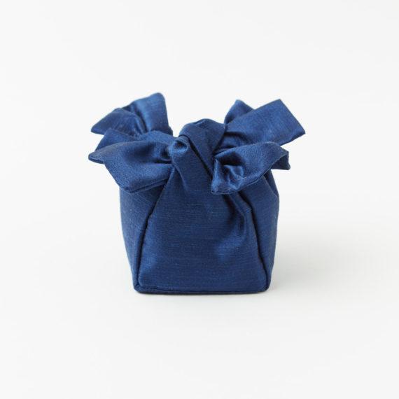 Jolly in shantung di seta blu